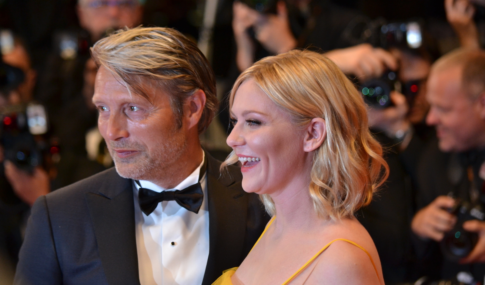 Cannes 2016: Kirsten Dunst e Mads Mikkelsen sul red carpet di The neon Demon