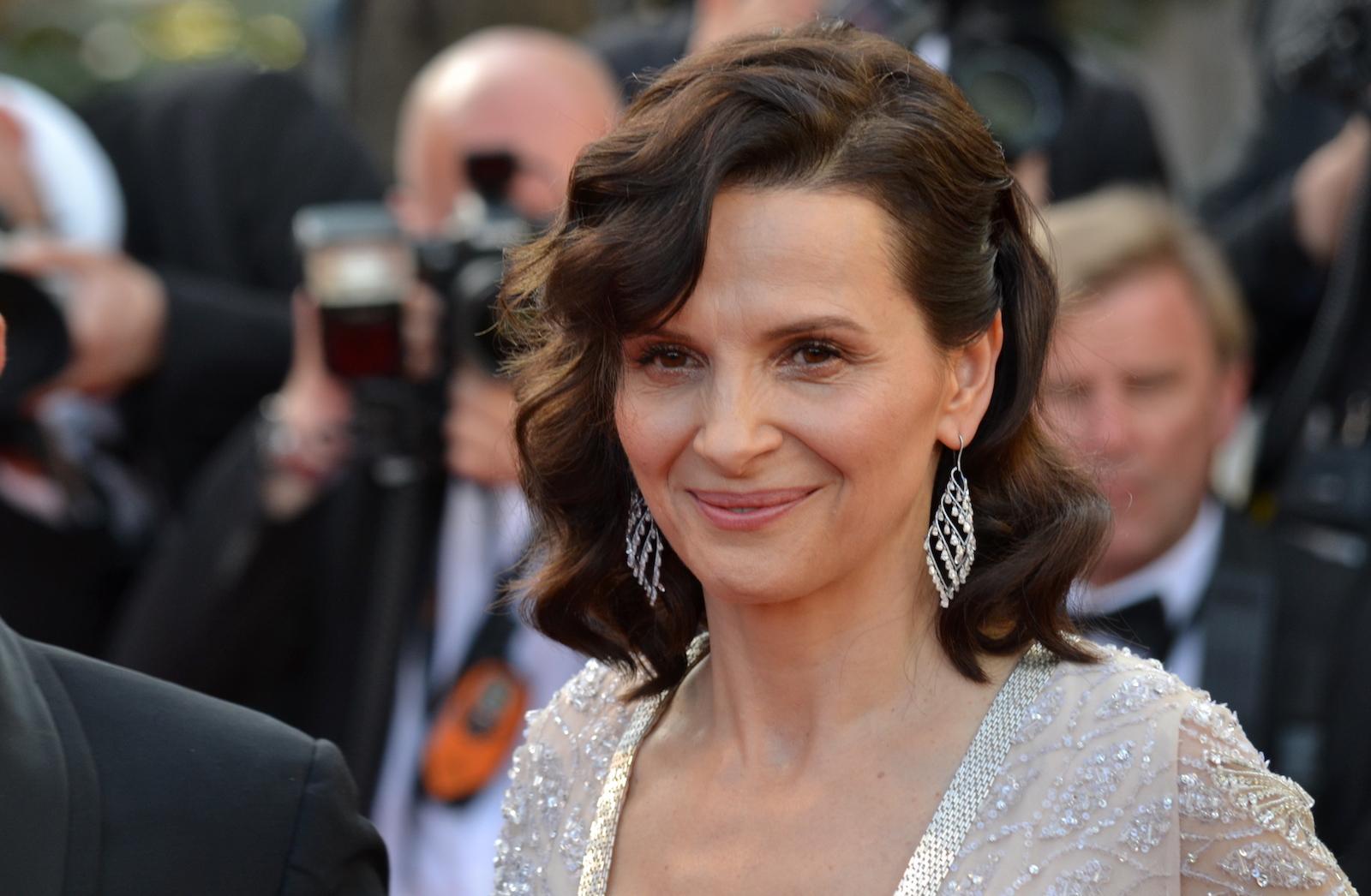 Cannes 2016: uno scatto di Juliette Binoche sul red carpet di The Last Face