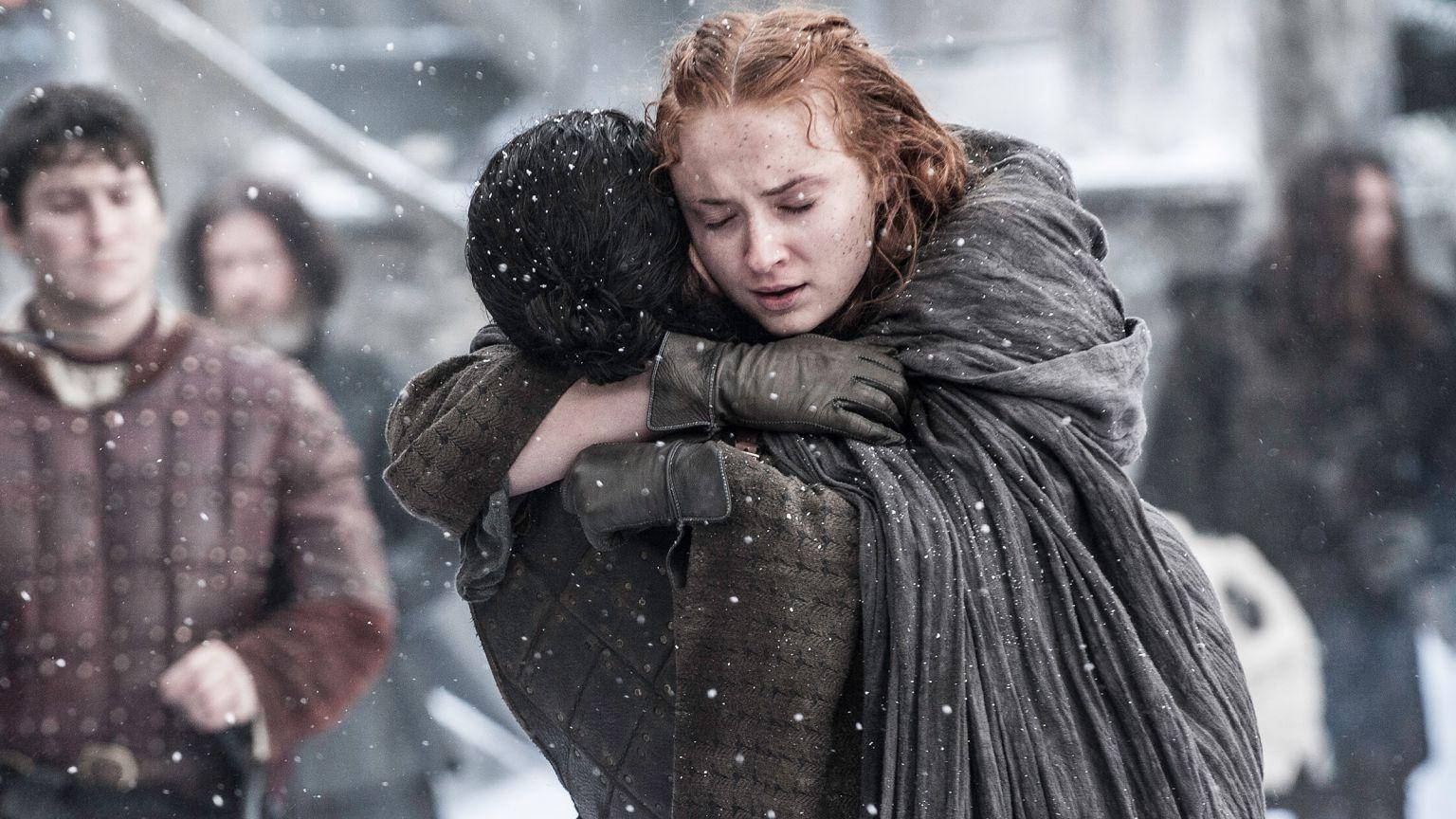 Il trono di spade: l'abbraccio tra Sansa e Jon Snow in Book of the Stranger