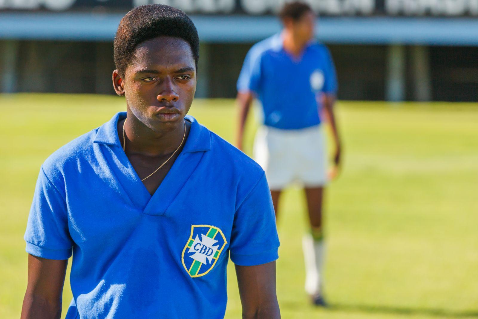 Pelé: Kevin De Paula in una scena del film