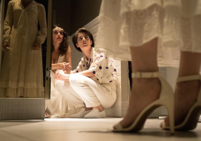 Transparent: le attrici Amy Landecker e Gaby Hoffmann in una foto della seconda stagione