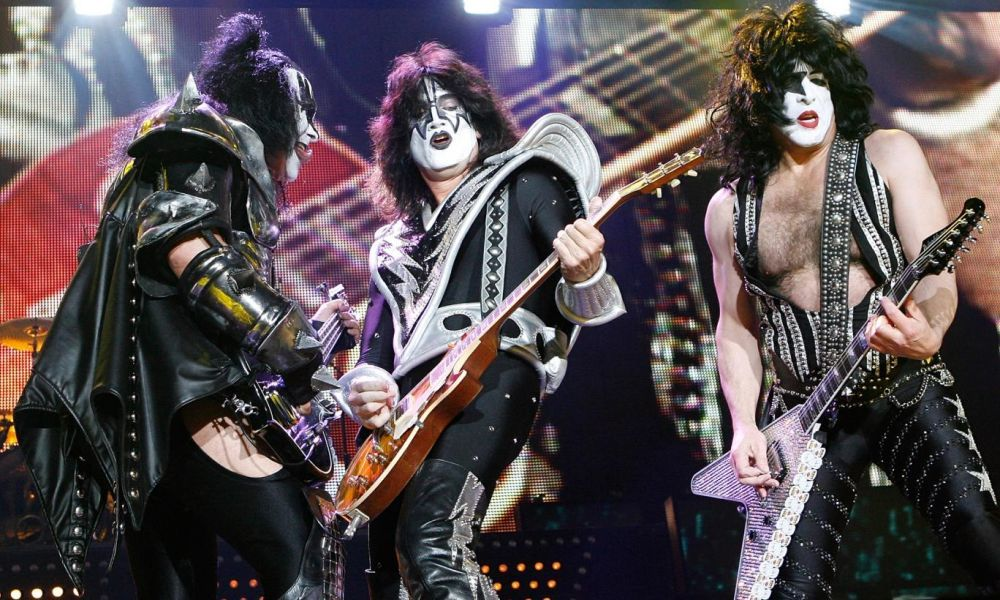 Kiss Rocks Vegas: I Kiss sul palco mentre si esibiscono in un momento del documentario