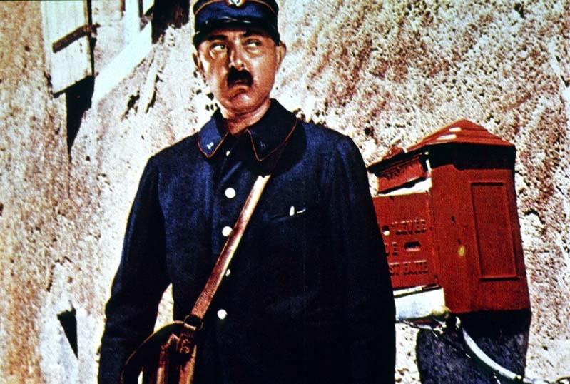 Giorno di festa: Jacques Tati in una scena del film