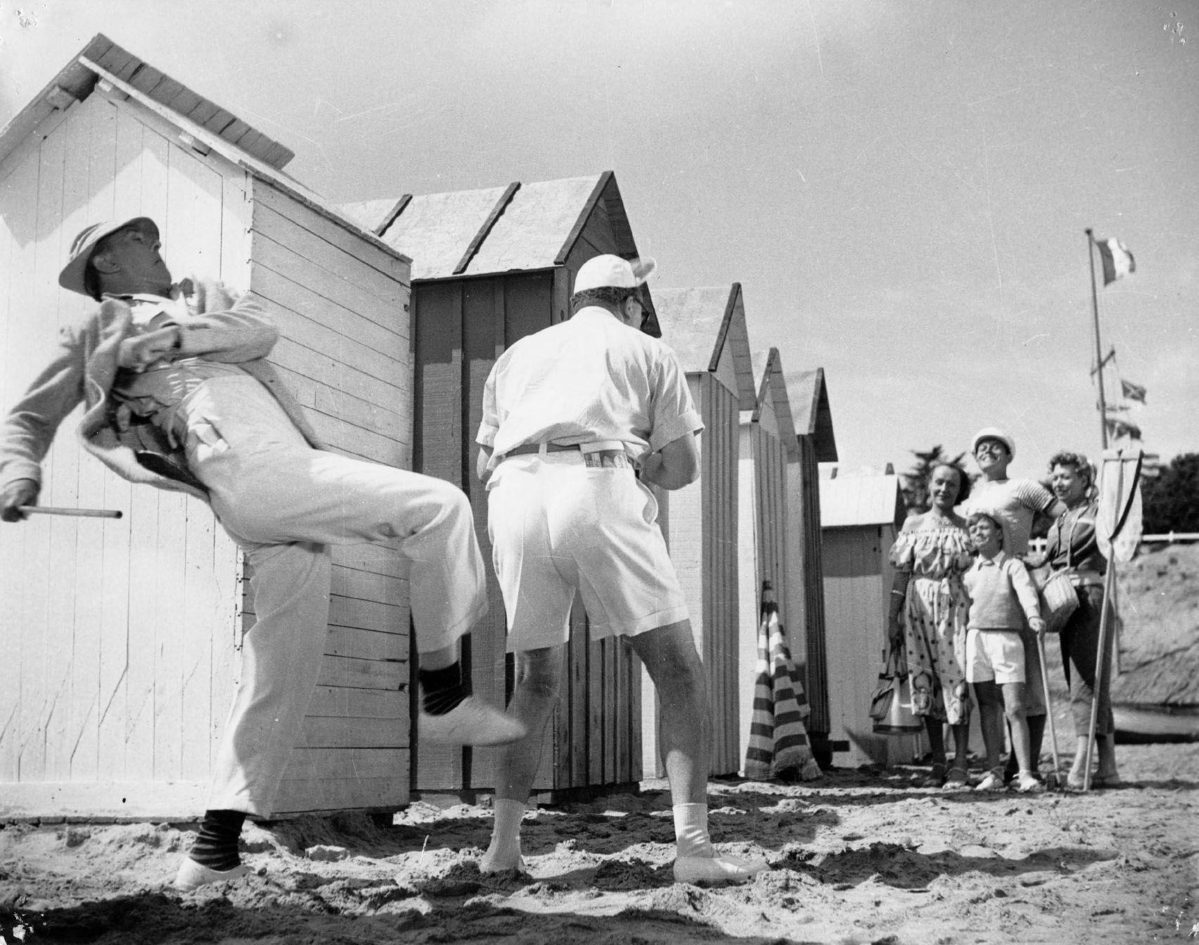 Le vacanze di monsieur Hulot: Jacques Tati in una scena del suo film