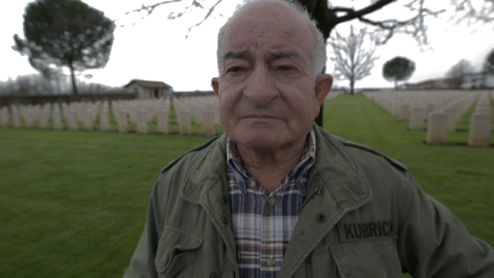 S Is for Stanley: Emilio D'Alessandro in un momento del documentario