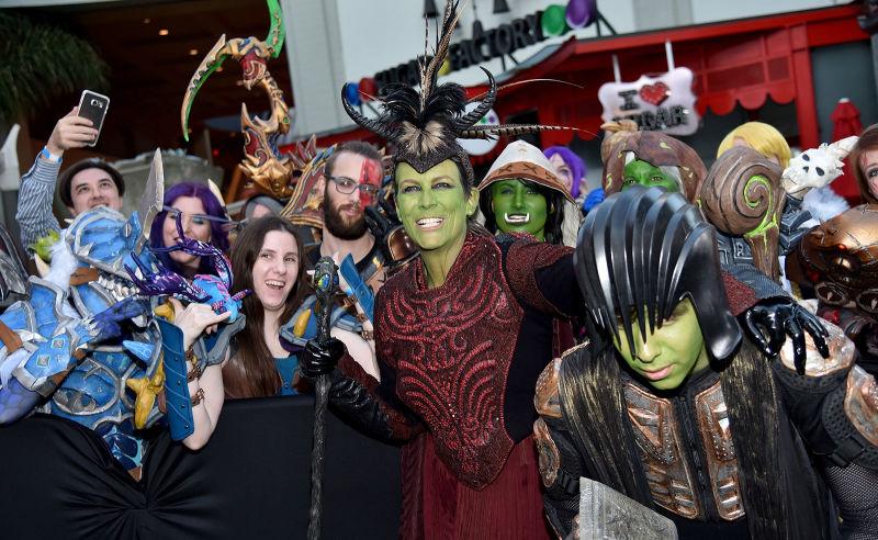 Jamie Lee Curtis insieme ai fan alla première di Warcraft