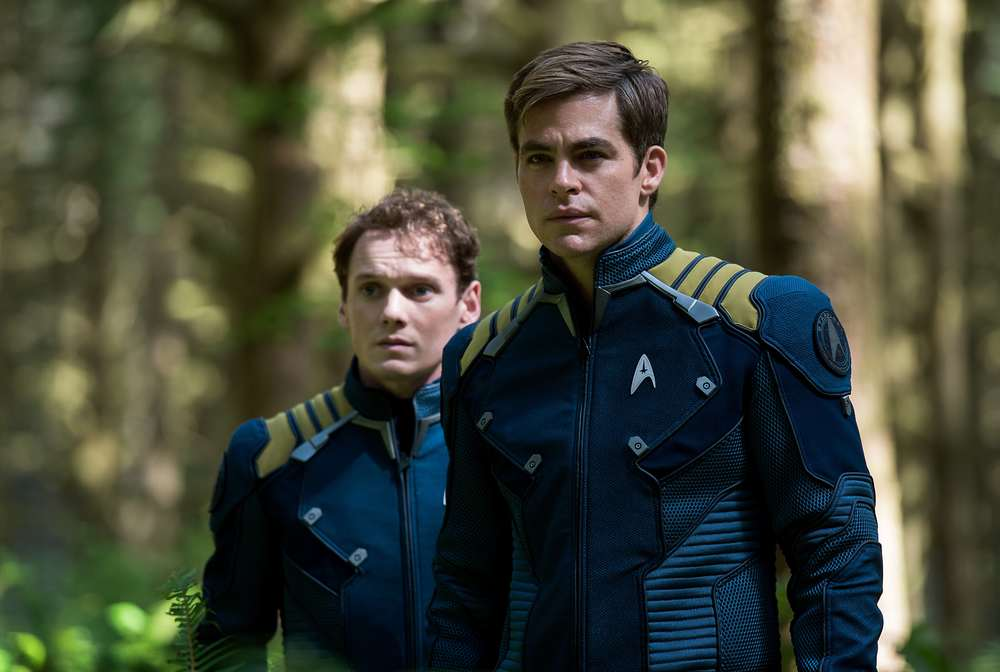 Star Trek Beyond: Anton Yelchin e Chris Pine in un momento del film