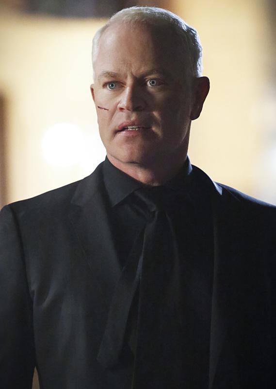Arrow: l'attore Neal McDonough nell'episodio Scissione
