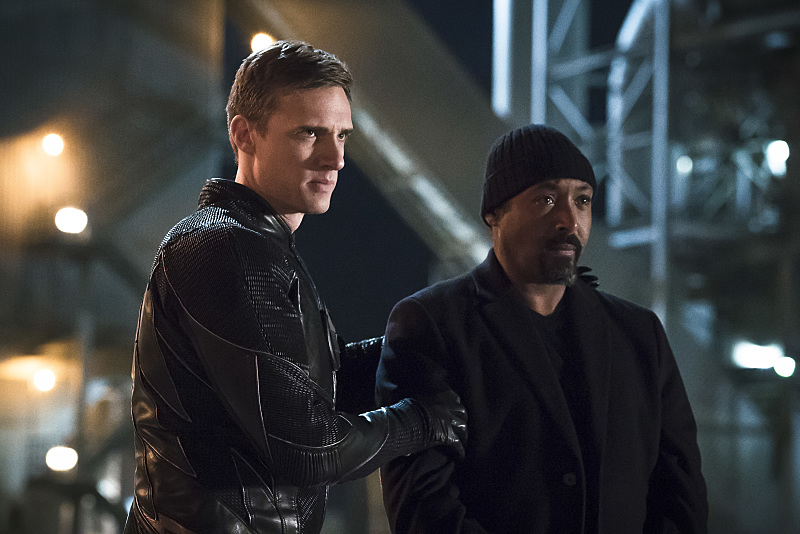 The Flash: Teddy Sears e Jesse L. Martin in The Race of His Life
