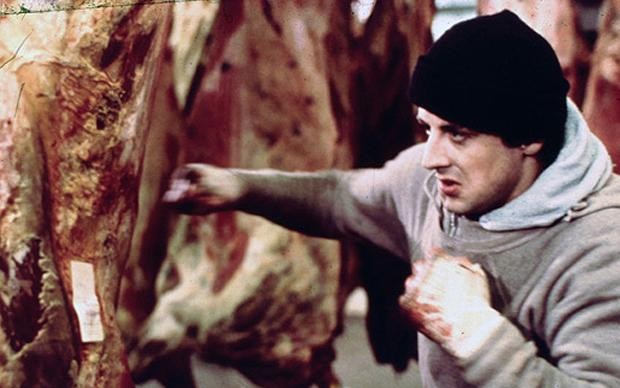 Rocky: Sylvester Stallone si allena tra i quarti di bue