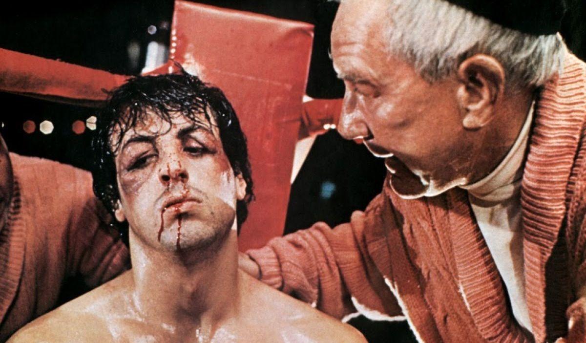 Rocky: Sylvester Stallone con Burgess Meredith in difficoltà tra una ripresa e l'altra