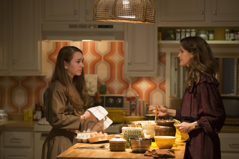 The Americans: Holly Taylor e Keri Russel in un immagine dell'episodio Persona non grata