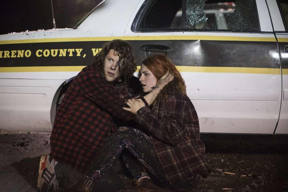 American Ultra: Jesse Eisenberg e Kristen Stewart in un'immagine tratta dal film
