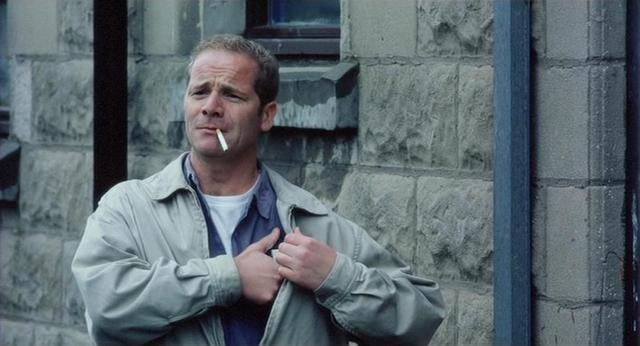 My name is Joe: Peter Mullan in una scena del film
