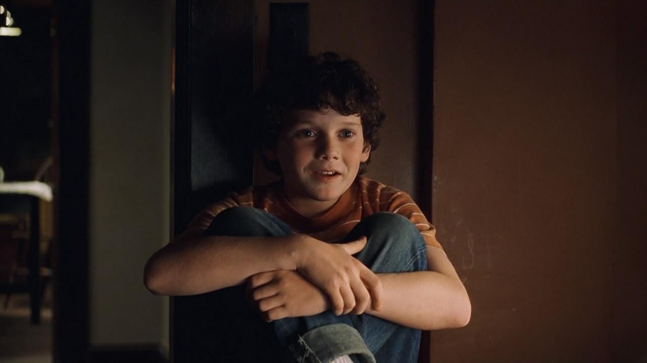 Cuori in Atlantide: un giovanissimo Anton Yelchin in una scena del film