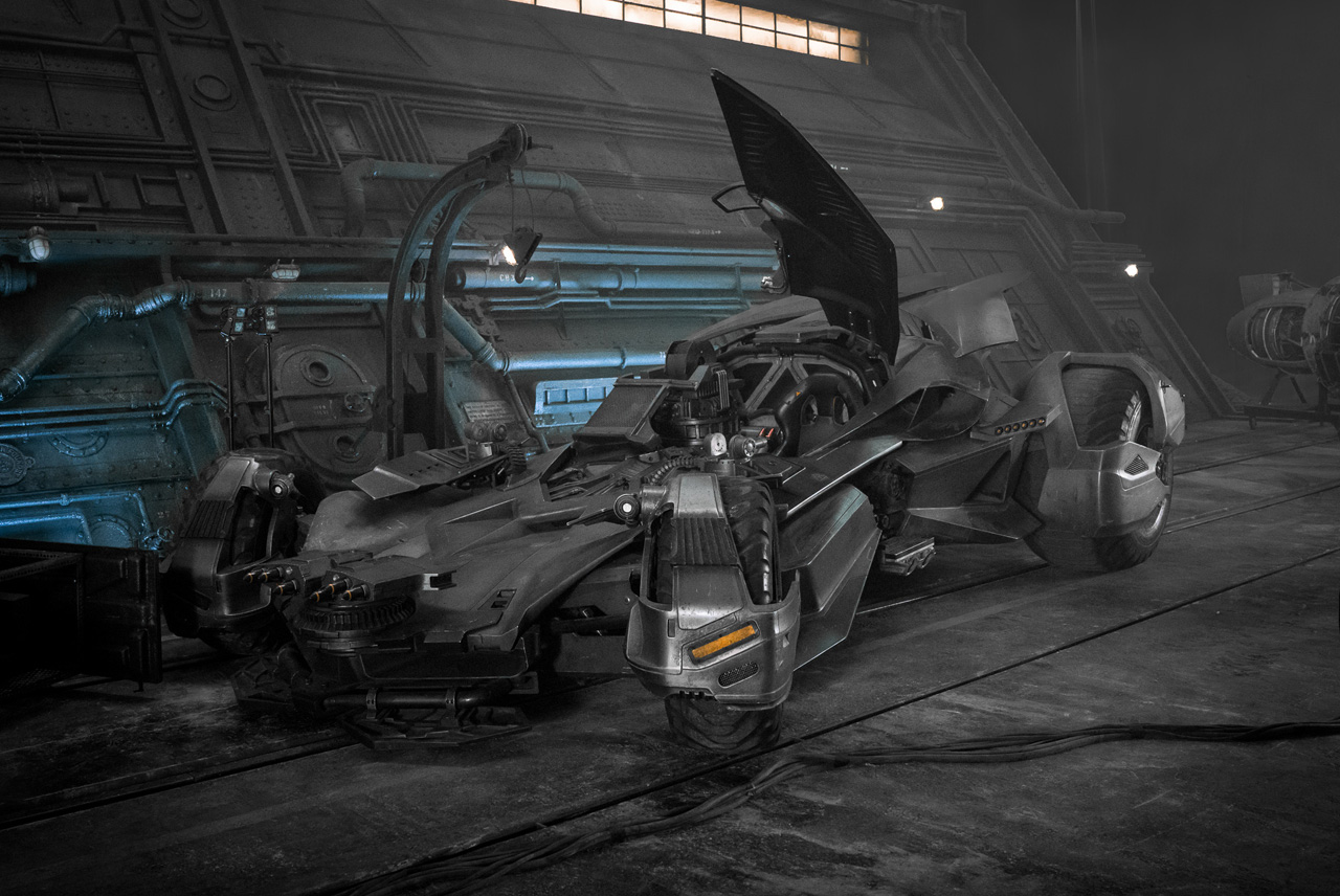 Justice League: una foto della Batmobile