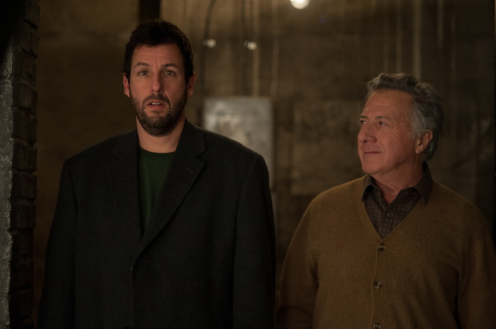 Mr. Cobbler e la bottega magica: Adam Sandler e Dustin Hoffman in una scena del film