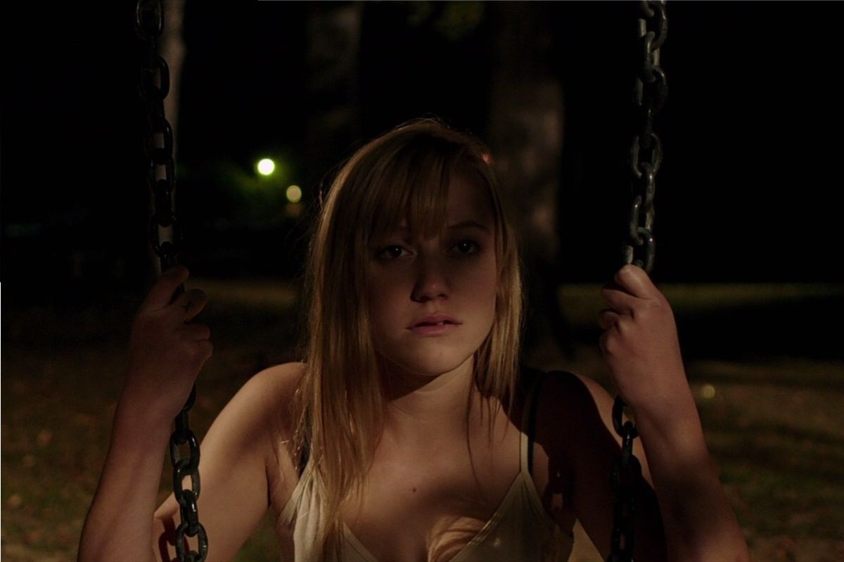 It Follows: Maika Monroe in un momento del film
