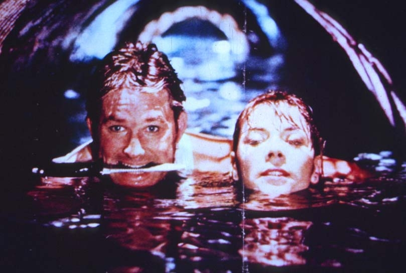 Grosso guaio a Chinatown: Kurt Russell e Kim Cattrall in una scena del film