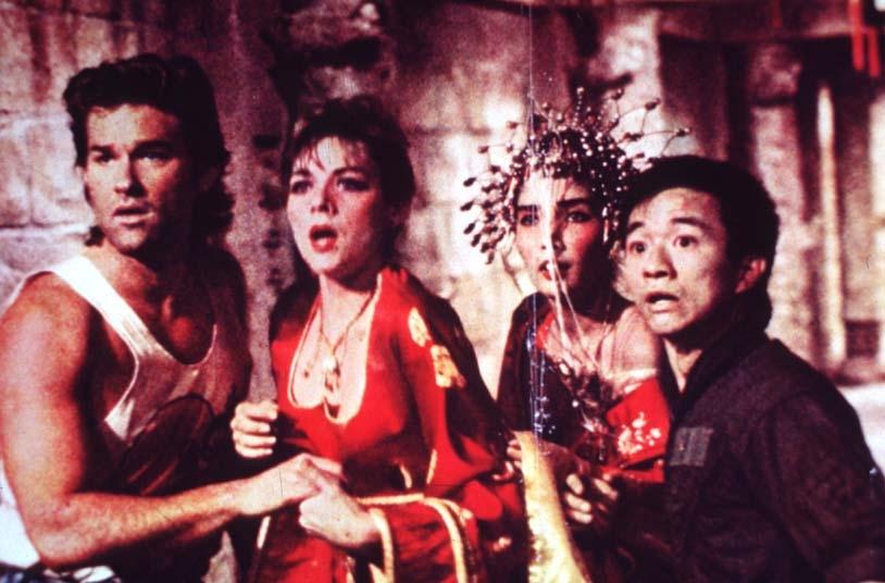 Grosso guaio a Chinatown: Kurt Russell, Kim Cattrall, Dennis Dun e Suzee Pai in una scena del film