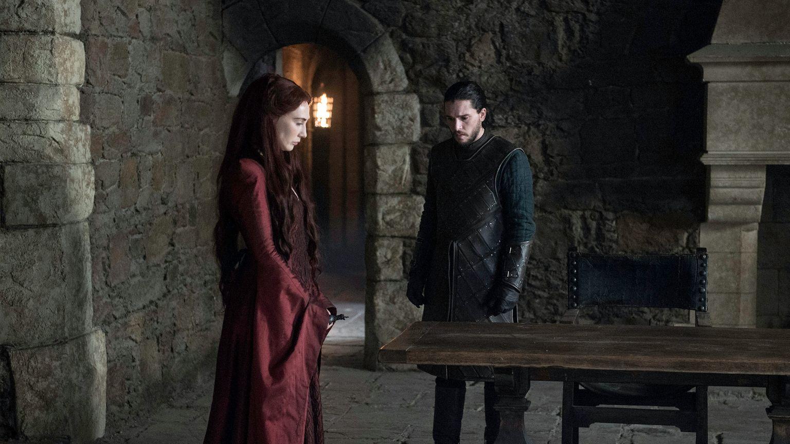 Il Trono di Spade: Carice Van Houten e Kit Harington in un'immagine dell'episodio The Winds of Winter