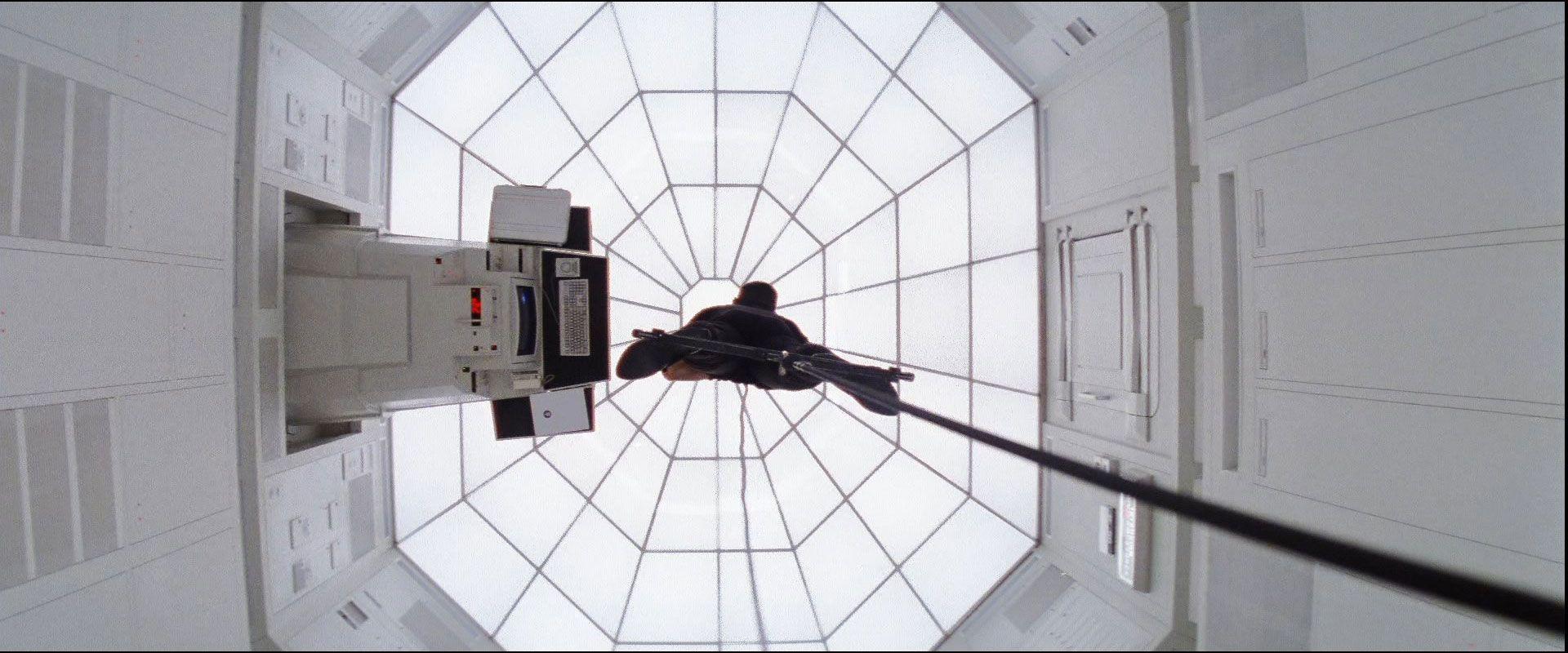 Mission: Impossible, un'immagine tratta dalla celebre sequenza della rapina dei dati nella sede CIA