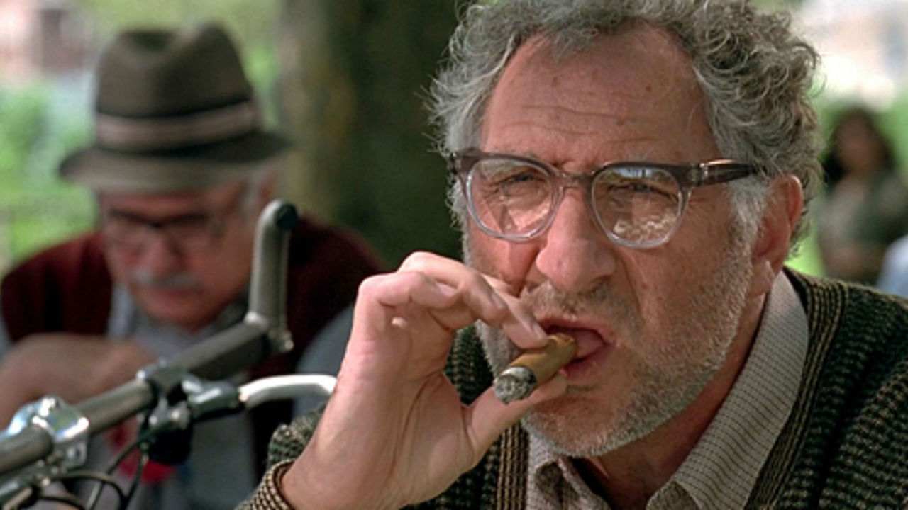 Independence Day: Judd Hirsch in una scena del film