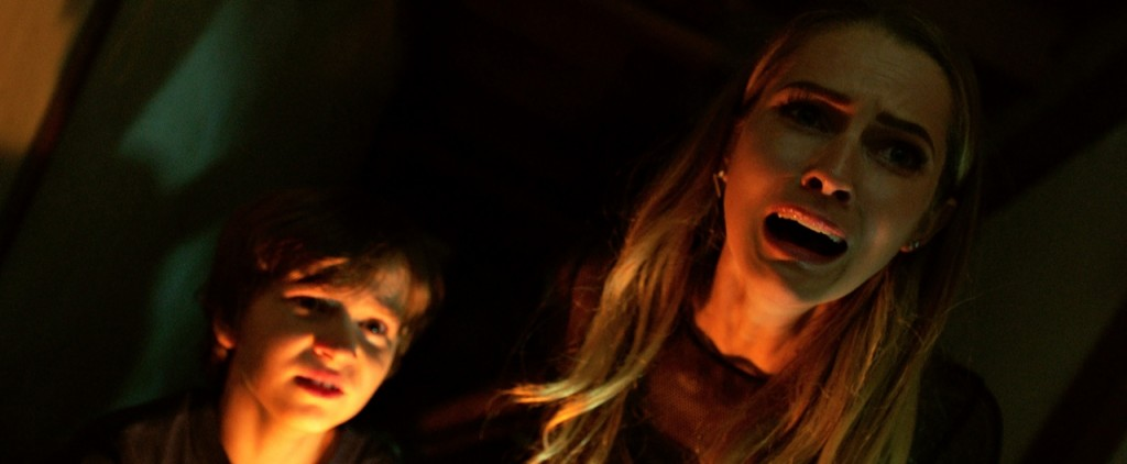Lights Out - Terrore nel buio: Gabriel Bateman in una spaventosa scena del film