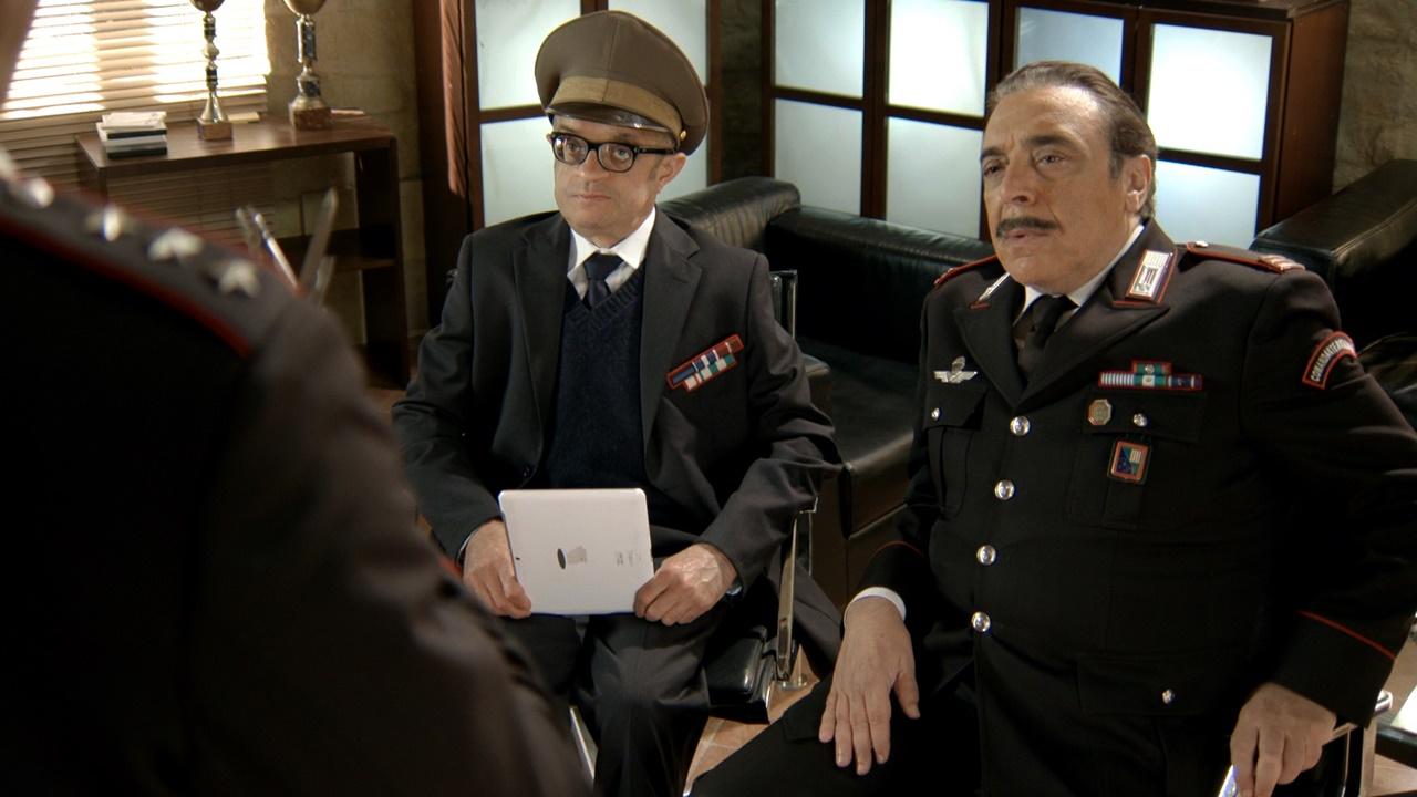 Complimenti per la connessione: Francesco Scali e Nino Frassica in una foto della serie