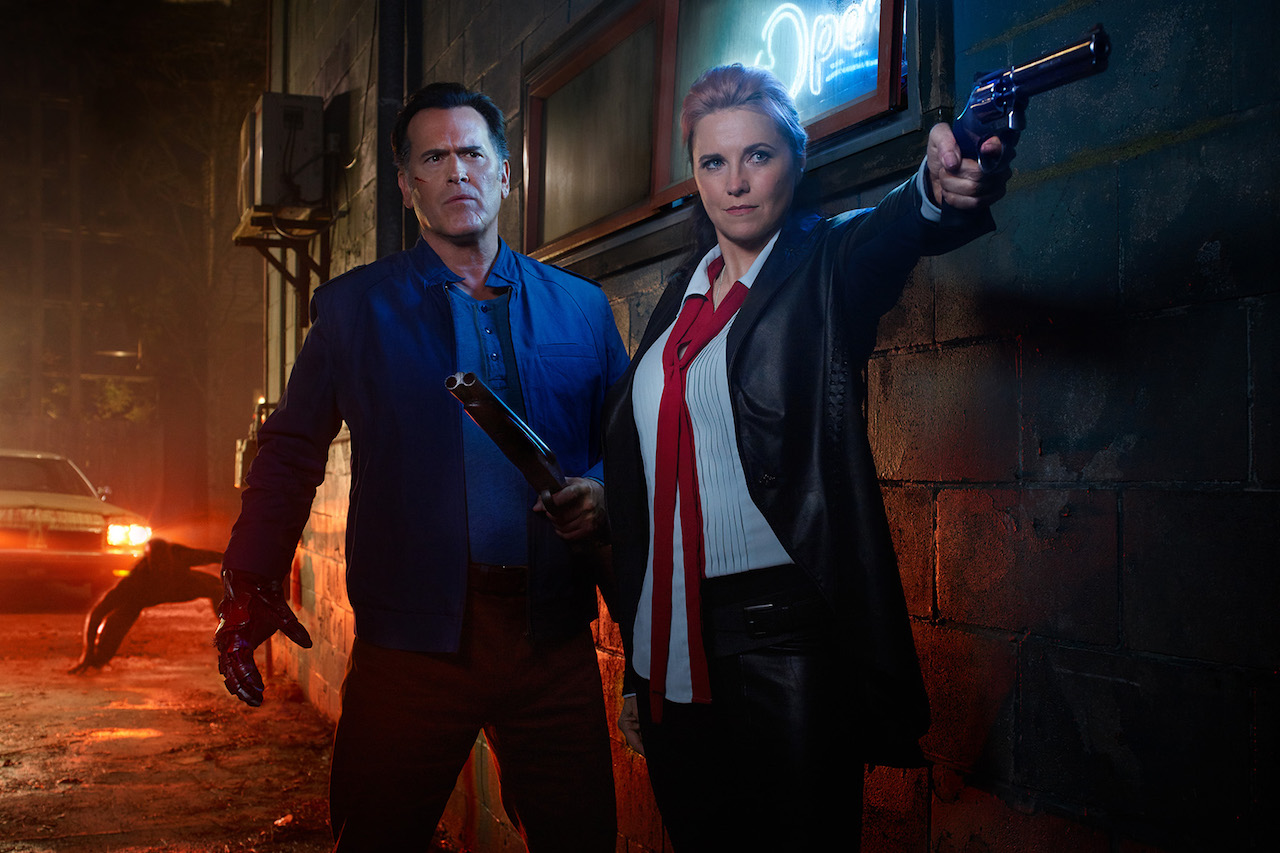 Ash vs. Evil Dead: Bruce Campbell e Lucy Lawless in una scena