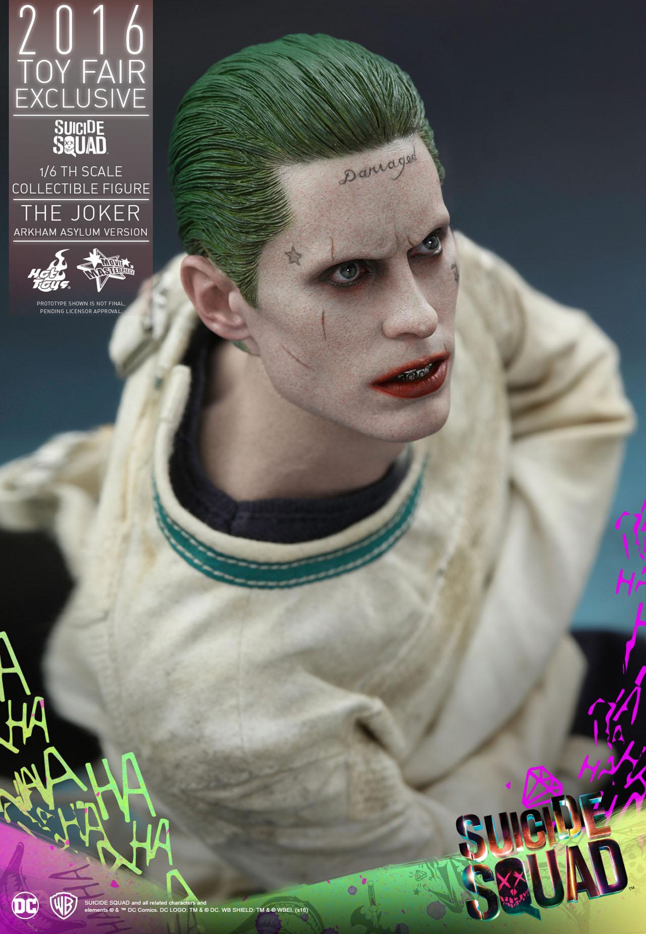 Suicide Squad: una foto dell'action figure Hot Toys dedicata al Joker