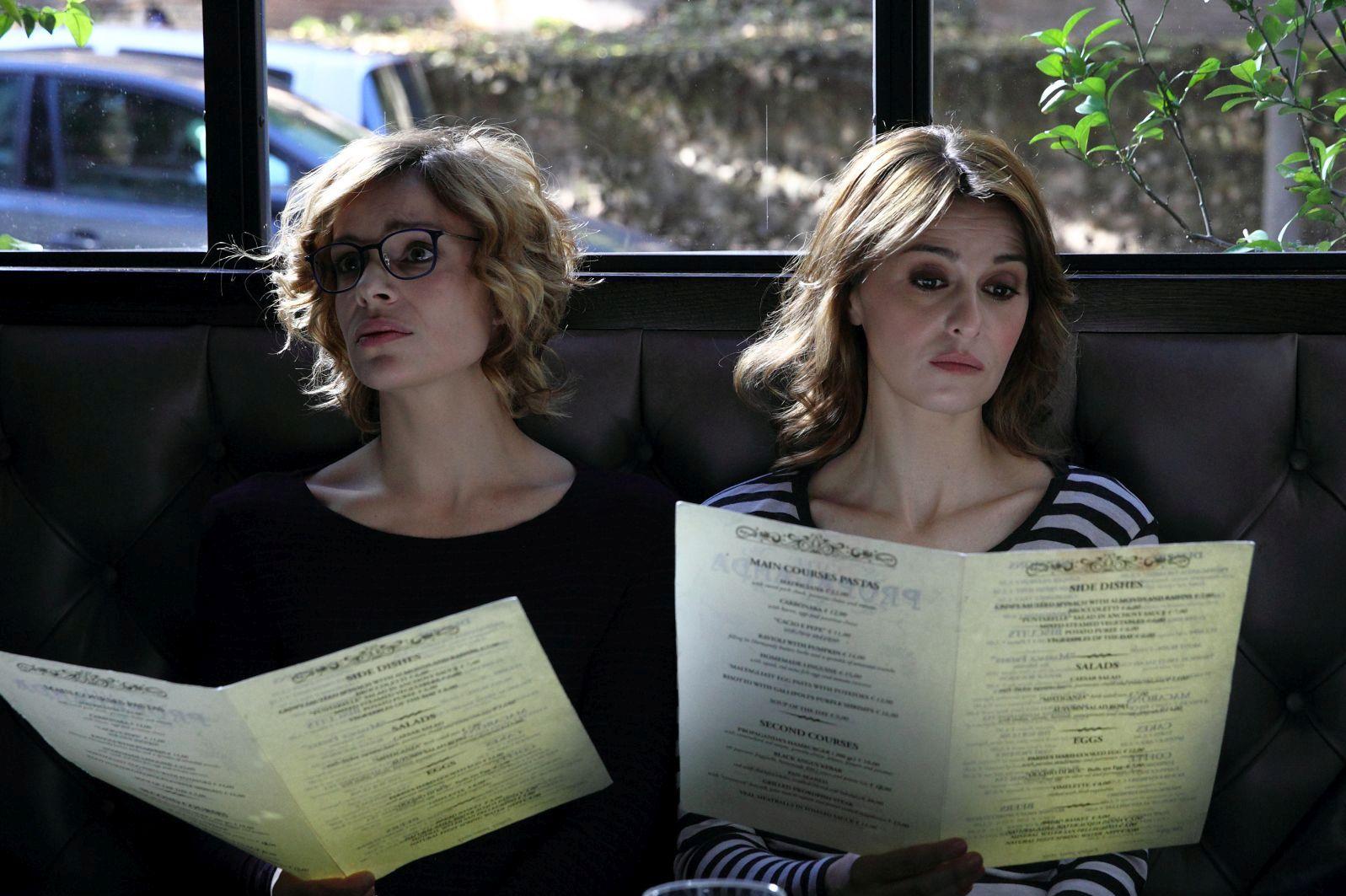 Qualcosa di nuovo: Micaela Ramazzotti e Paola Cortellesi in una scena del film