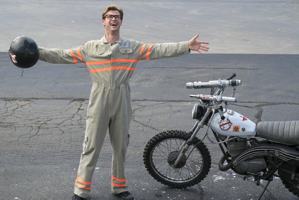 Ghostbusters: Chris Hemsworth in un momento del film