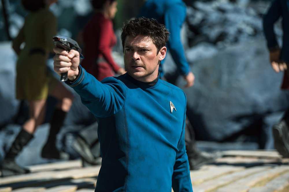 Star Trek Beyond: Karl Urban in una scena del film