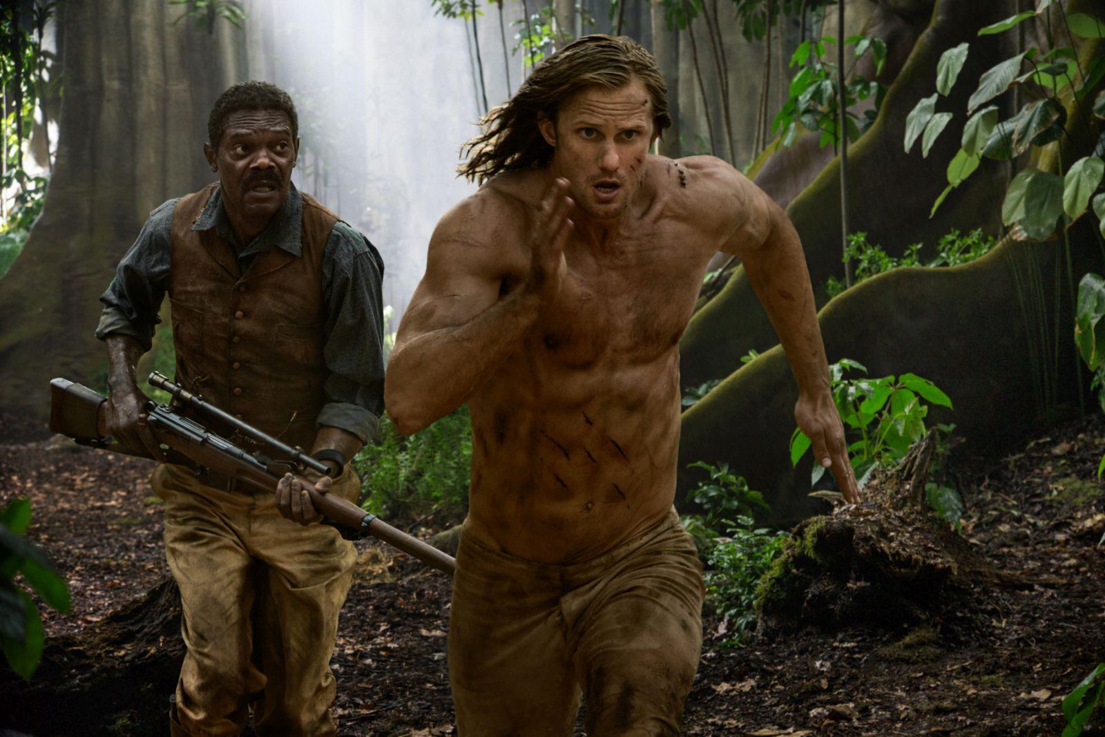 The Legend of Tarzan: Alexander Skarsgård e Samuel L. Jackson in una scena d'azione