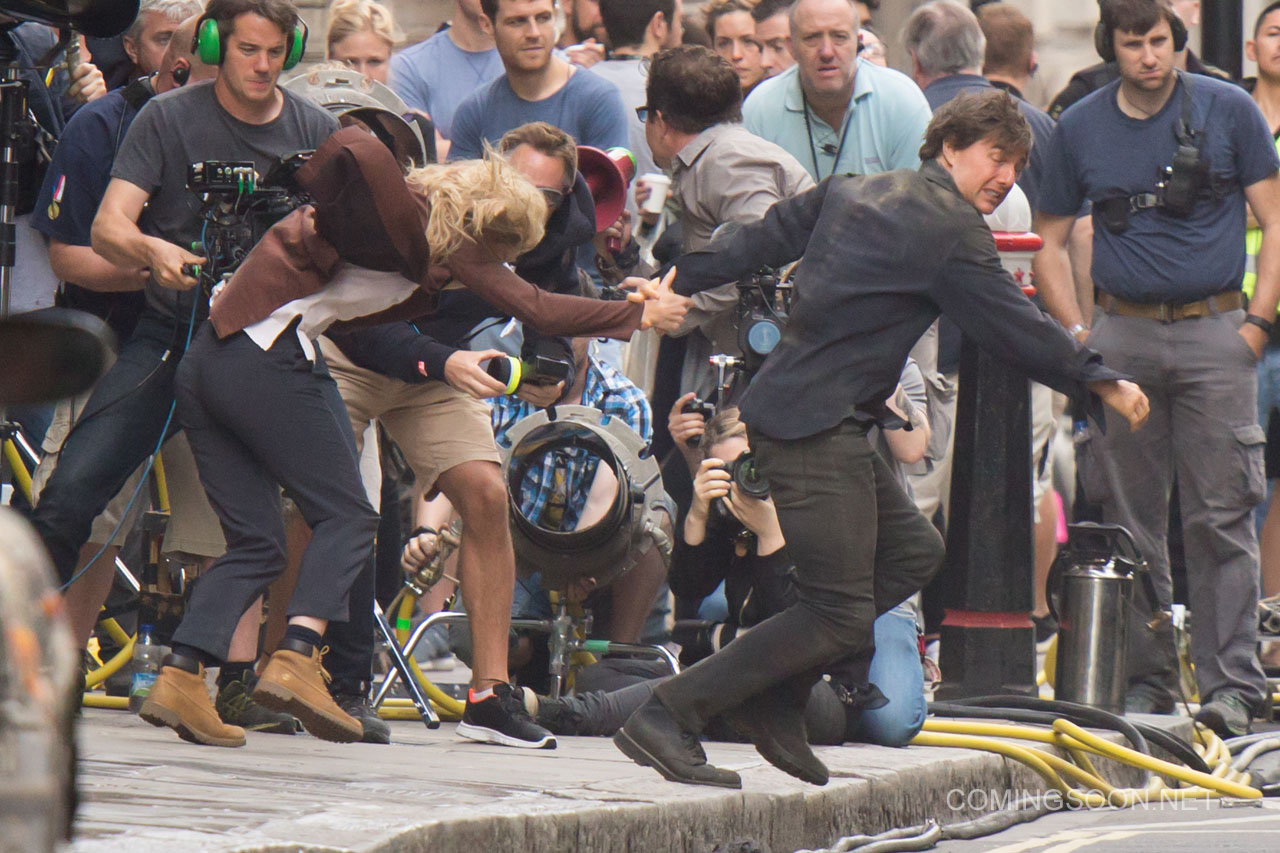The Mummy: Tom Cruise e Annabelle Wallis fuggono sul set