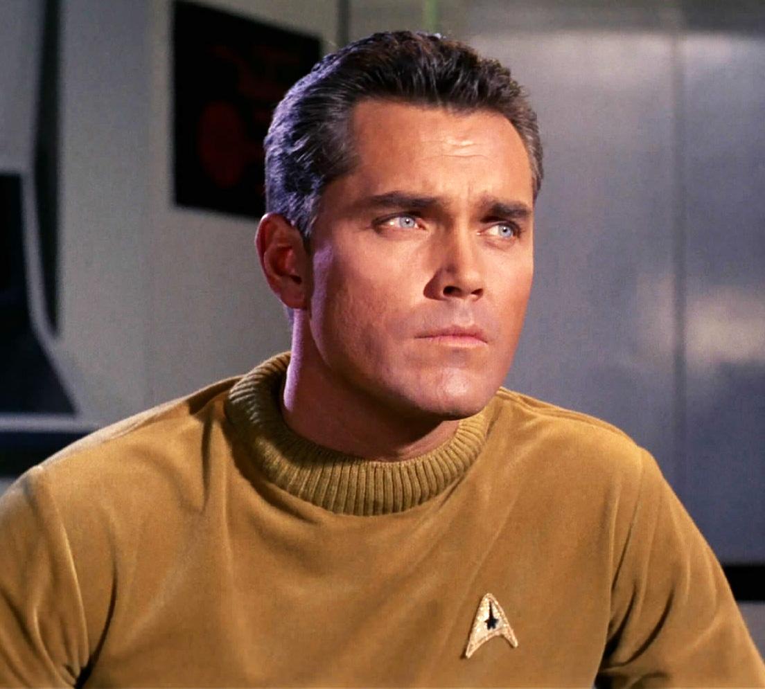 Christopher Pike in una scena della serie televisiva di Star Trek