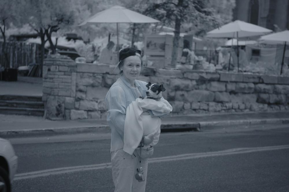 Heart of a Dog: Laurie Anderson in un'immagine che la ritrae con il suo cane