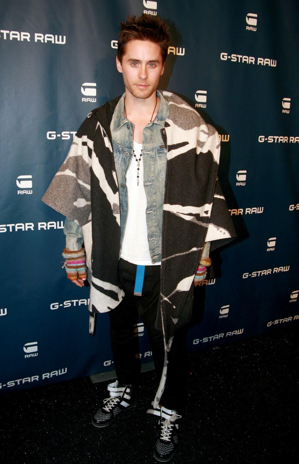 Jared Leto sfoggia un curioso abbigliamento
