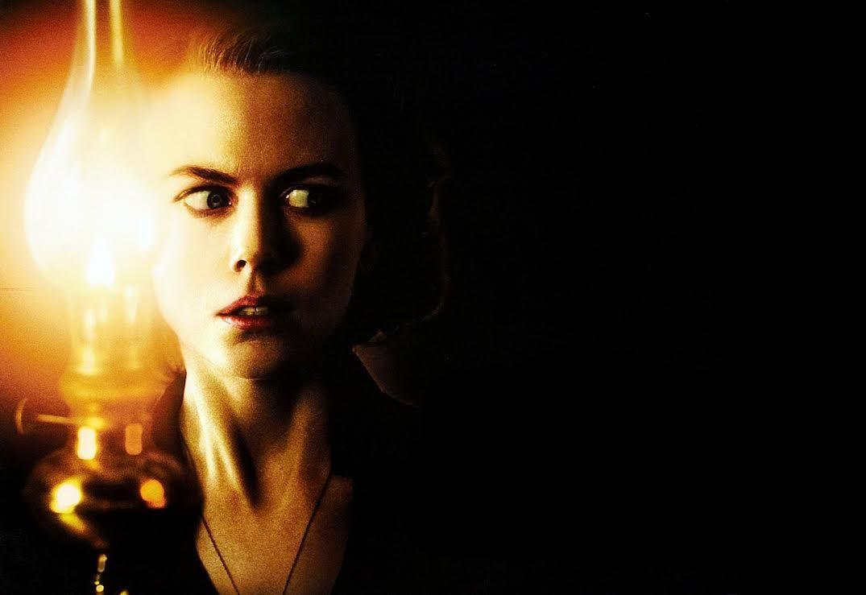 The Others: Nicole Kidman in una suggestiva immagine del film
