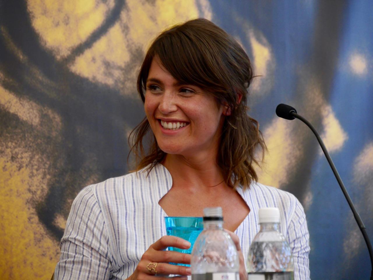 Gemma Artenton sorride alla conferenza di Locarno 2016
