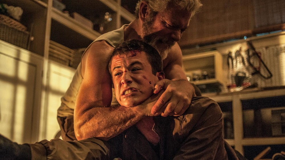Man in the Dark: Stephen Lang e Dylan Minnette in una scena del film