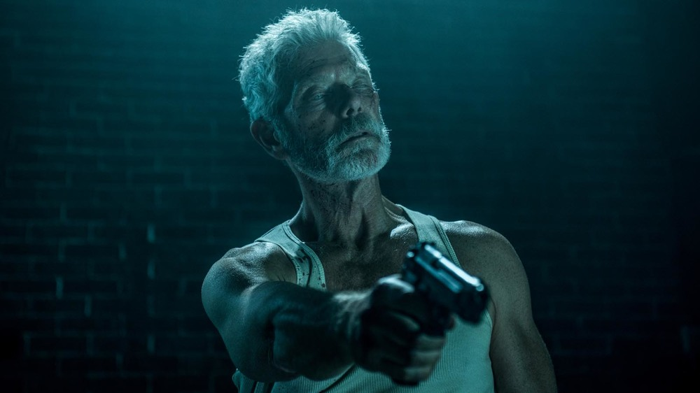 Man in the Dark: Stephen Lang in una scena del film