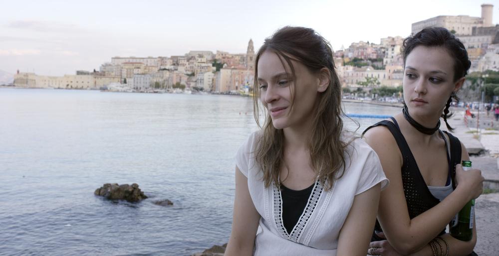 Questi giorni: Maria Roveran e Marta Gastini in una scena del film