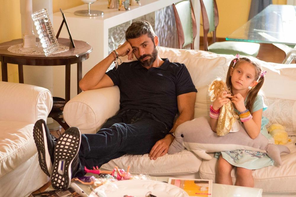 Al posto tuo: Luca Argentero e Giulietta Rebeggiani in una scena del film
