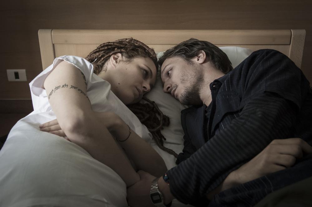 Caffè: Miriam Dalmazio e Dario Aita in un momento del film