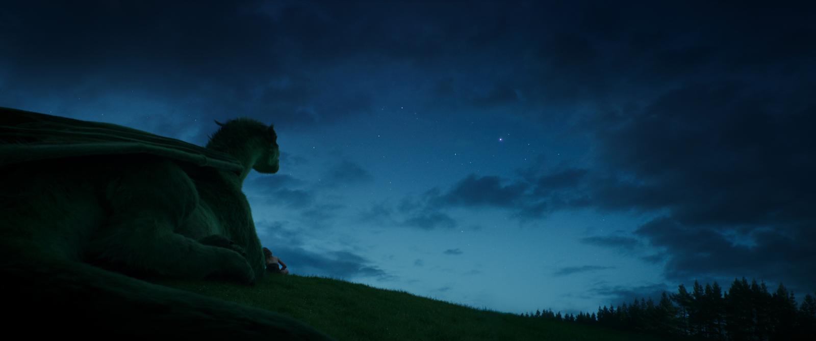 Il drago invisibile: Elliott in una suggestiva scena del film