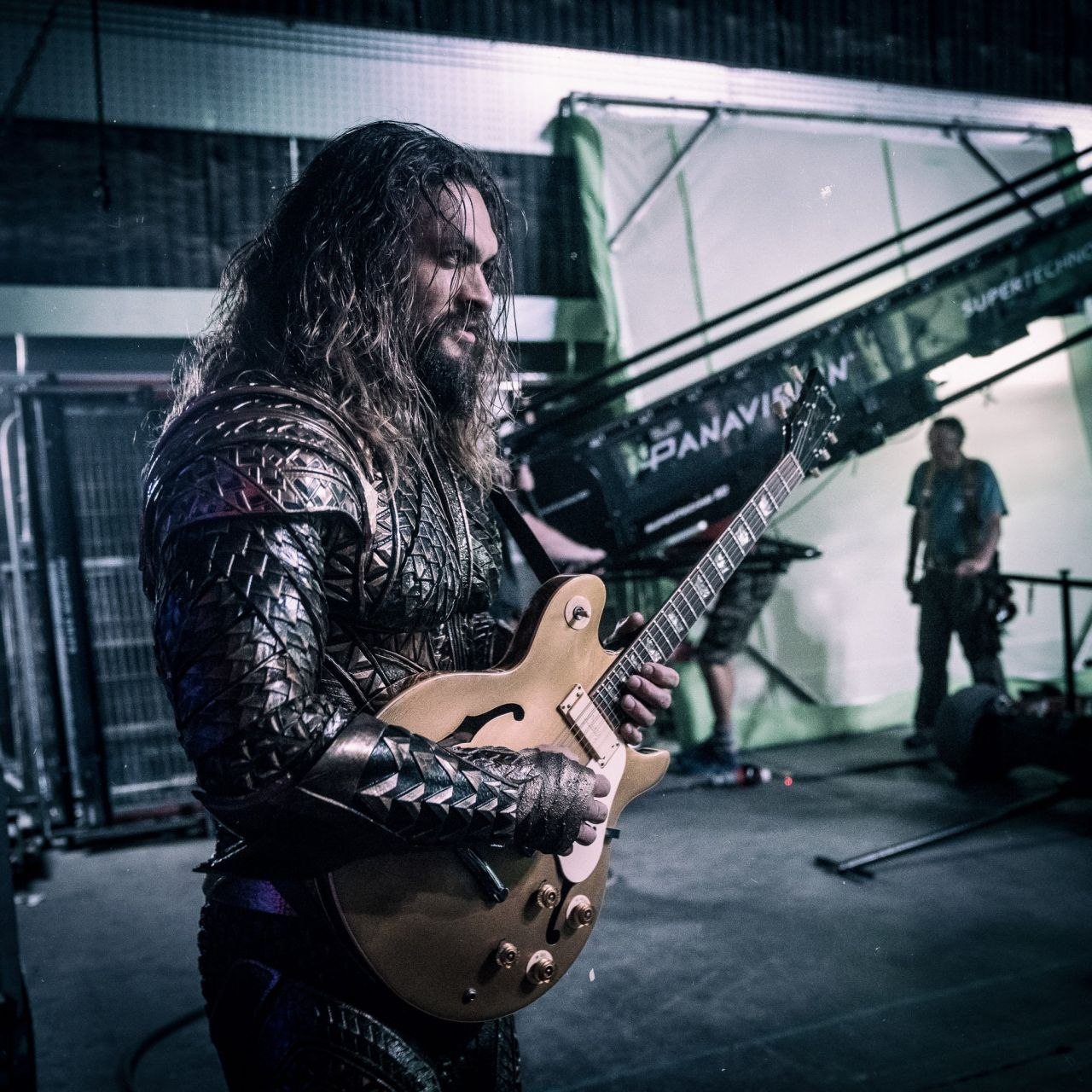 Justice League: Jason Momoa sul set del film