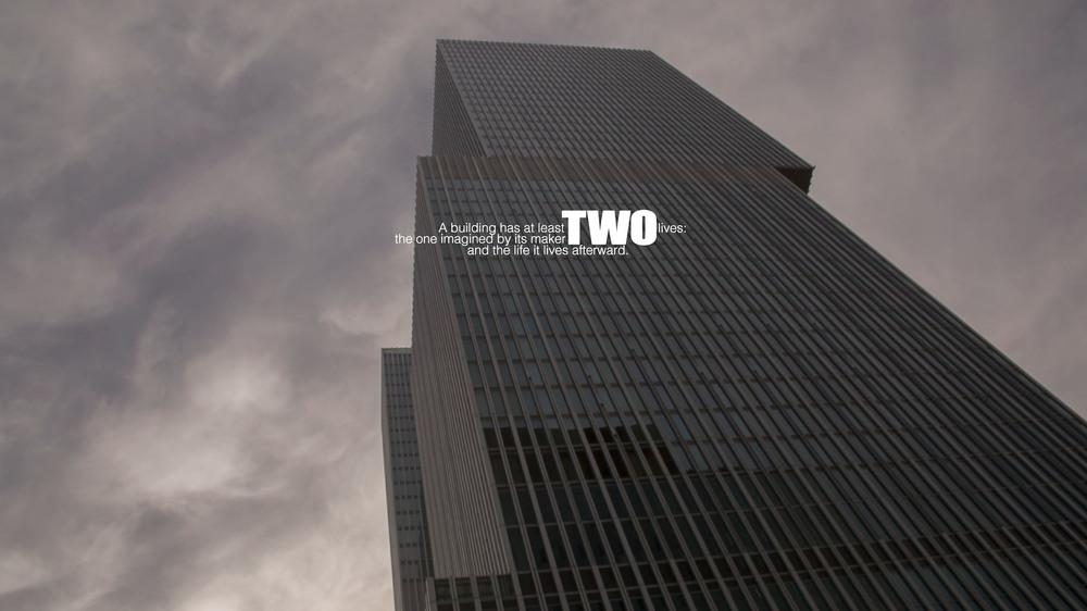 REM: un'immagine da basso del documentario un grattacielo