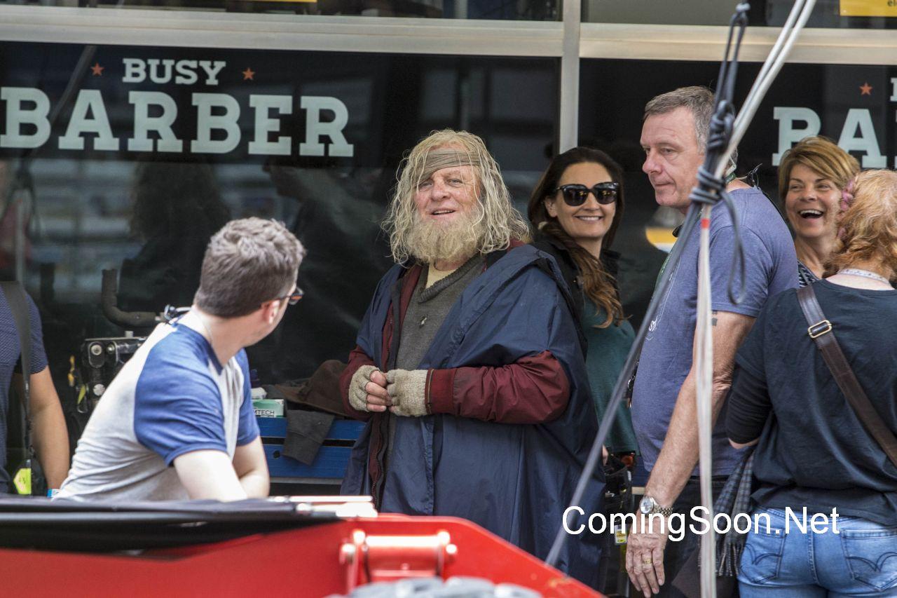 Thor: Ragnarok - L'attore Anthony Hopkins sul set durante le riprese del film